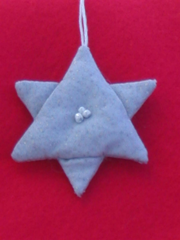 handgearbeitete Deko-Sterne als Weihnachtsdekoration